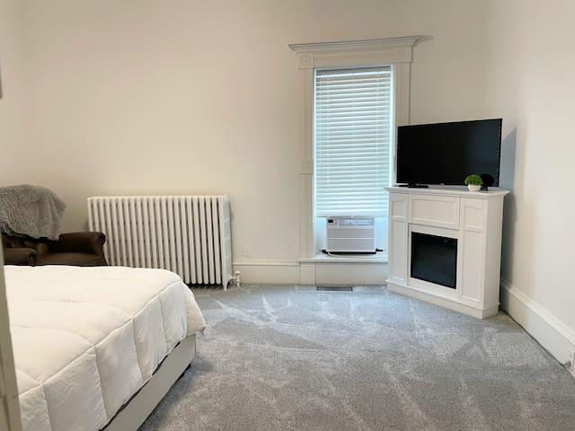 Bedroom 3 - Queen Size Bed, Recliner Chair - TV