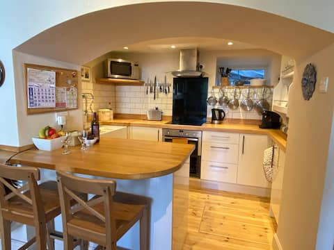 Traditional, cosy 2-bedroom  Pembrokeshire cottage