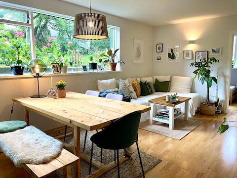 Cosy 2-bedroom condo with garden and free parking