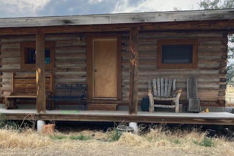 Baldwin Creek Road Guest Cabin