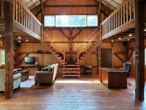 Tributary Pointe: Barn on 43 acres with water
