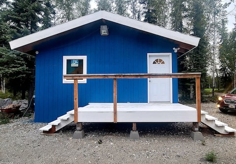 Cheerful brand new one room cabin with a deck