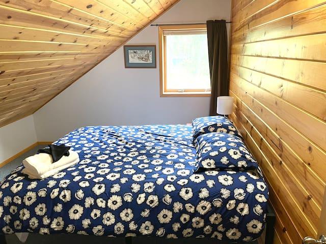 Bedroom 1 with queen size bed