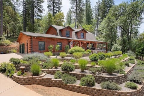 Cozy Log Cabin with a Touch of Luxury