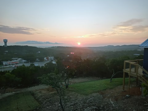 Apmt. w/ Gorgeous Hill Country & Sliver Lake View