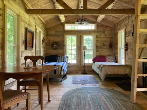 Gorgeous Creekside Cabin just 35 Minutes from ND.