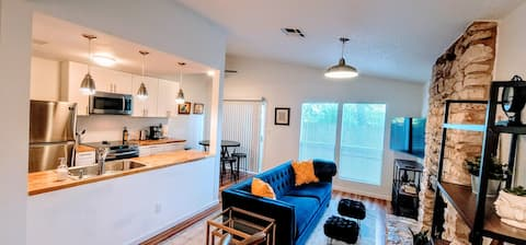 Stylish, comfy and pet-friendly home by the Domain