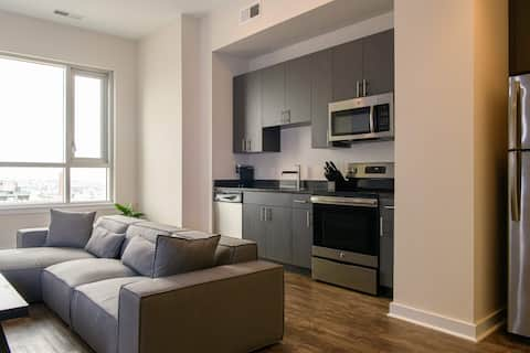 Comfy Downtown Sanitized Luxury Apartment