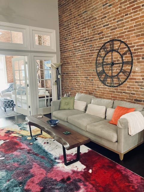 Downtown Lafayette Loft, Close to Everything!