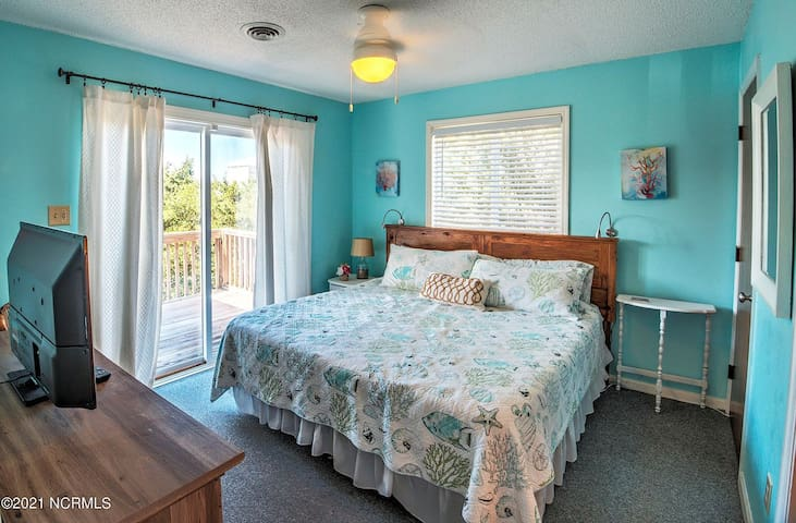 """Beach King with private access to the front deck and a """"jack-and-jill"""" en suite bathroom."""