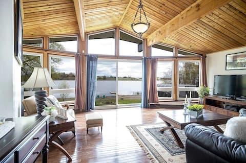 Spacious ENTIRE Lakefront Cottage Escape(1hr away)