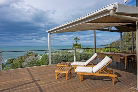 Lorne Oceanfront Living with Direct Beach Access