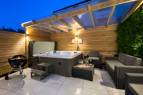 Beautifully presented 5 bedroom house with hot tub