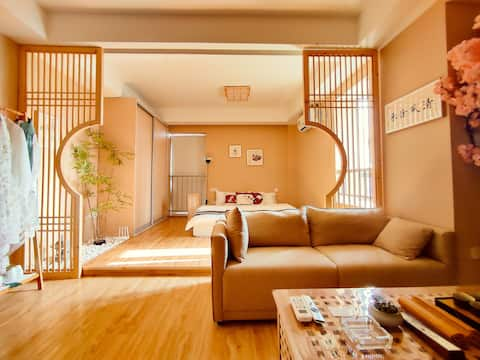 [Nippori · Yinghua] Beautiful antique style | Hanbing free experience | 120-inch giant screen home cinema | cooking available | floor-to-ceiling windows | Impression City | Baolong Square