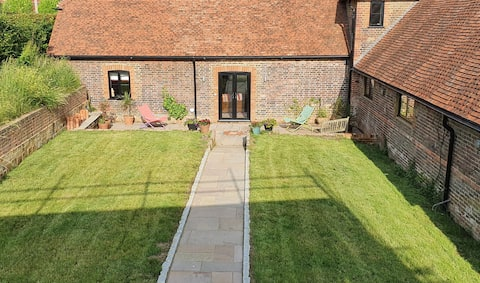 Delightful newly converted dairy, private garden