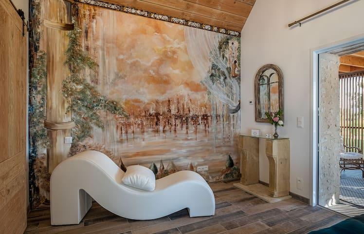 """Nous l'appelons """"Vénus et Cupidon"""" : c'est la chambre. Lit 160X190, salle de bain attenante avec douche à l'italienne. WC séparé."""
