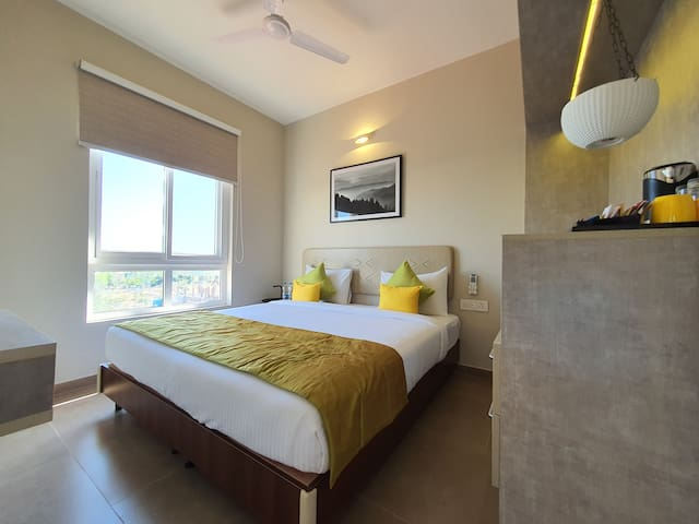A range of modern amenities like air-conditioning, high-speed Wi-Fi, wardrobe, in-room safe help you have a comfortable stay.