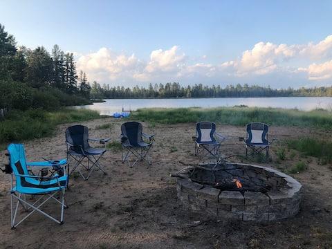 2 Bdrm Lakehouse, firepit, kayaks, & patio.  FUN!