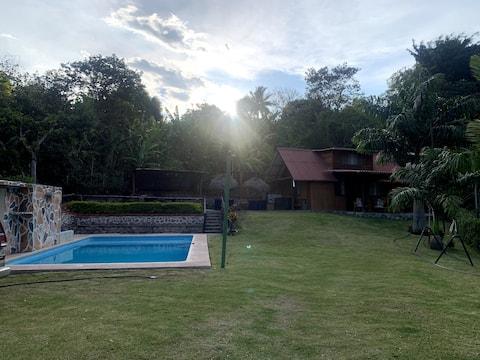 Villa rustica con piscina en Valle de Yunguilla