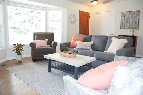 Cheerful 3-bedroom private home.