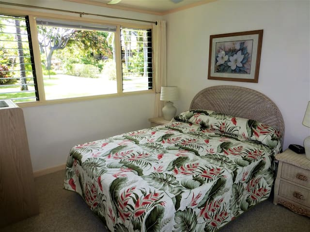 Guest bedroom with queen size bed and new mattress