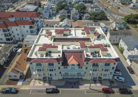 5BR w/RooftopDeck-Ocean&Bay Views-1 1/2 B to Beach