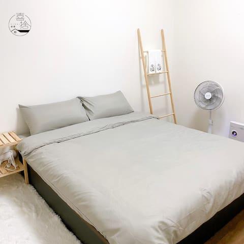 標準雙人床