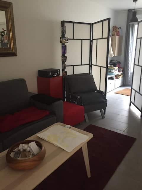 Petite maison une pièce au calme.