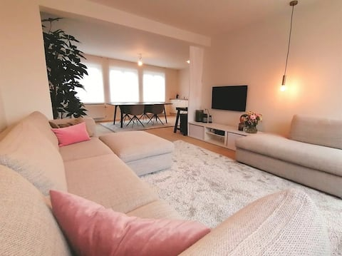 Cozy apartment with terrace and free parking