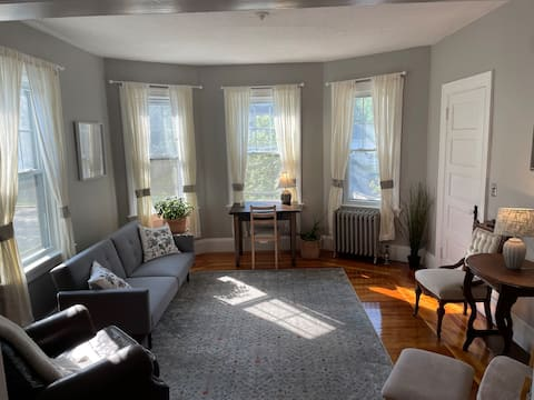Lovingly Maintained 1 Bed/1 Bath on East Side