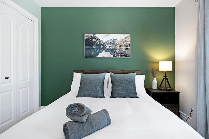 Third bedroom with comfortable queen size bed