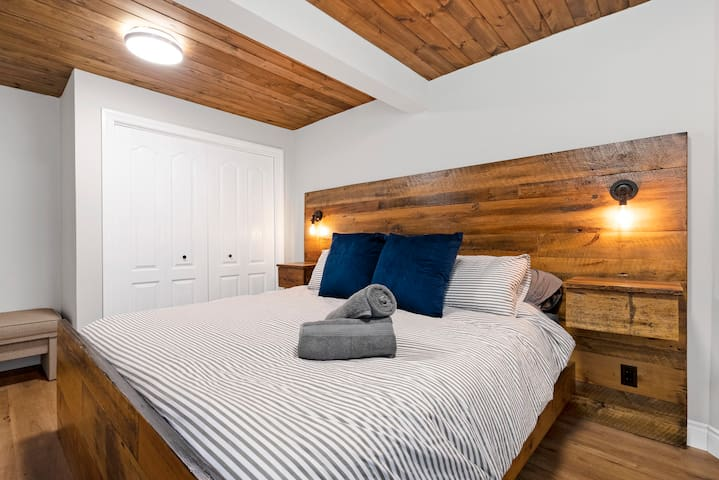 Amazing King bed on the lower level, perfect for having a quiet sleep!