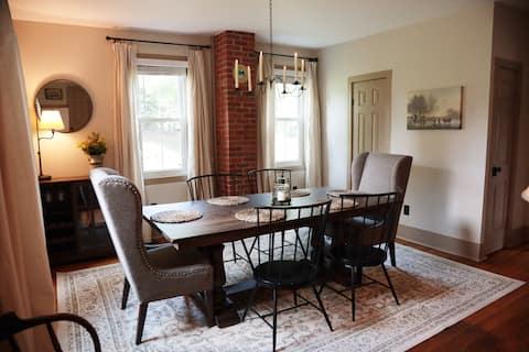 NEW Autumn Getaway in Historic Zoar Home