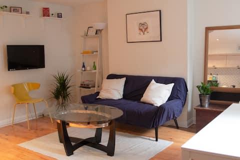 Spacious 1-bedroom apartment near Union Station