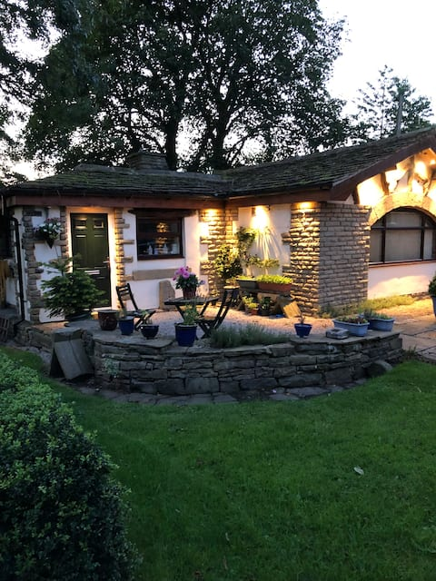 Charming 1 bedroom guesthouse in Bolton