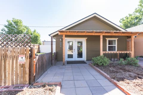 Adorable Downtown 1bdrm Cottage. No Cleaning Fee