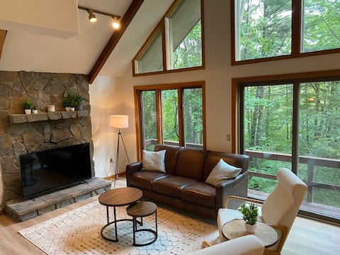 Classic Lodge with lake and mountain access!