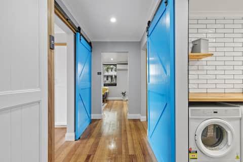 Blue Door on Webster - Modern - Free Parking