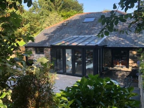 Stunning Riverside Cottage In Totnes, South Devon