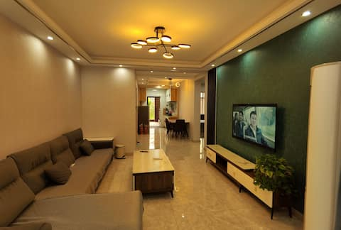 Beidaihe entered Liuzhuang Night Market. Pigeonhole Park. Featured Two Bedroom