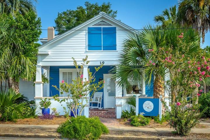 Downtown Apalach / Blue Moon Cottage / Sleeps 2-8+