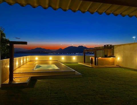 Casa frente a praia com piscina