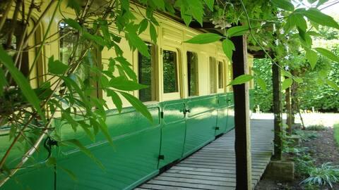 Victorian 2 double bedroom Railway Carriage