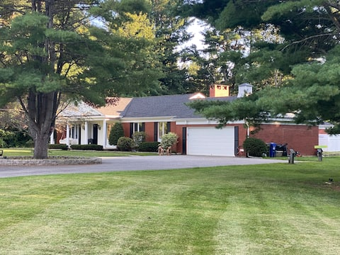 Private guest suite only minutes from Burlington