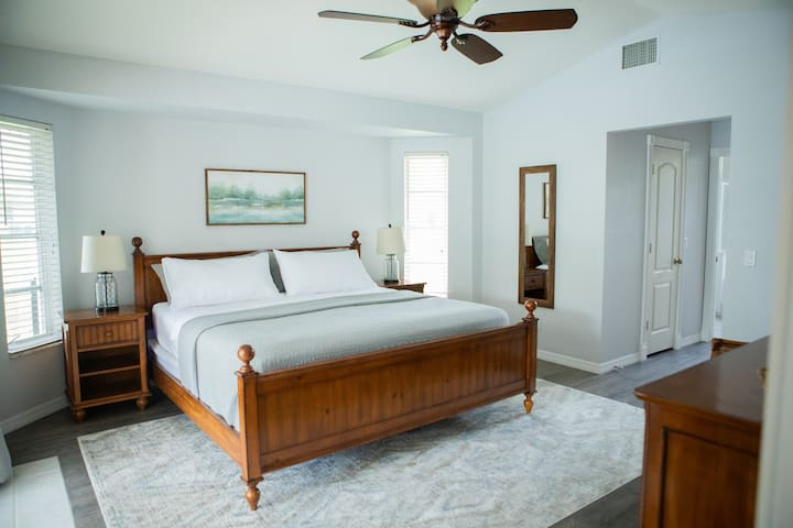 Master room with King Bed