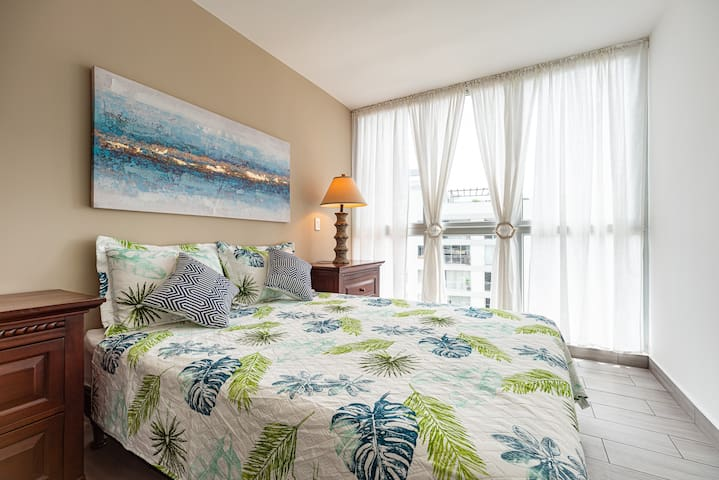 Comoda habitación con cama Queen