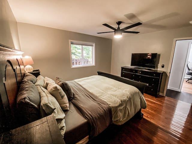 Downstairs bedroom #1 w/ TV