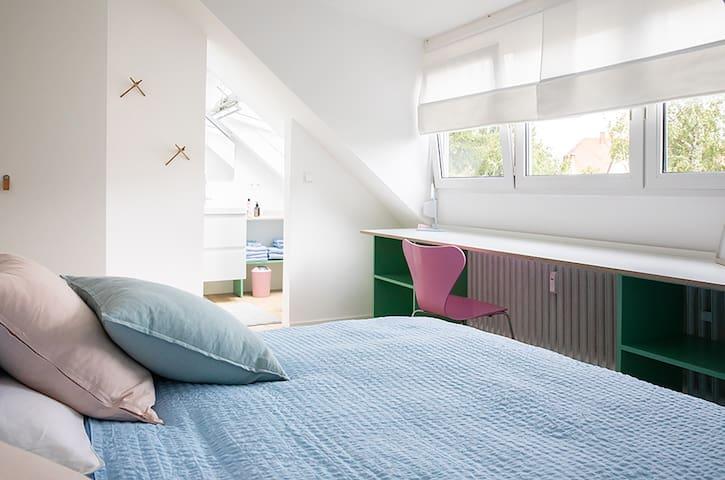 Schlafzimmer 1 mit Bad