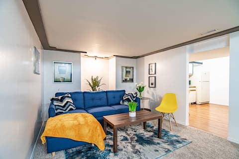 Licensed to Chill: Spacious 1 bedroom guest suite