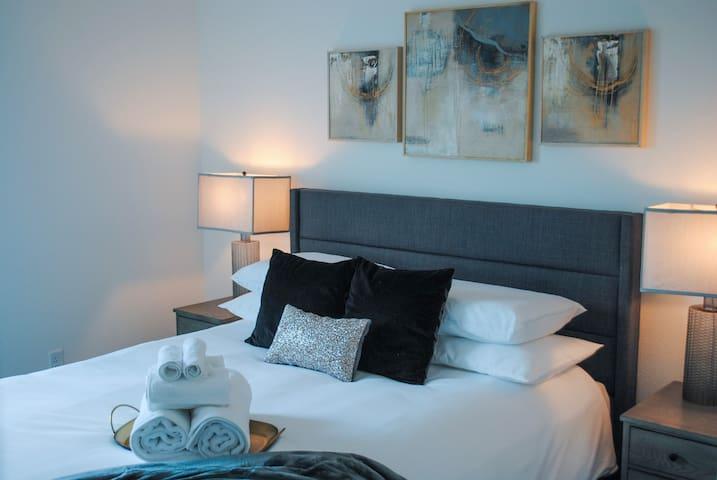 Bedroom 3, (Queen Bed)